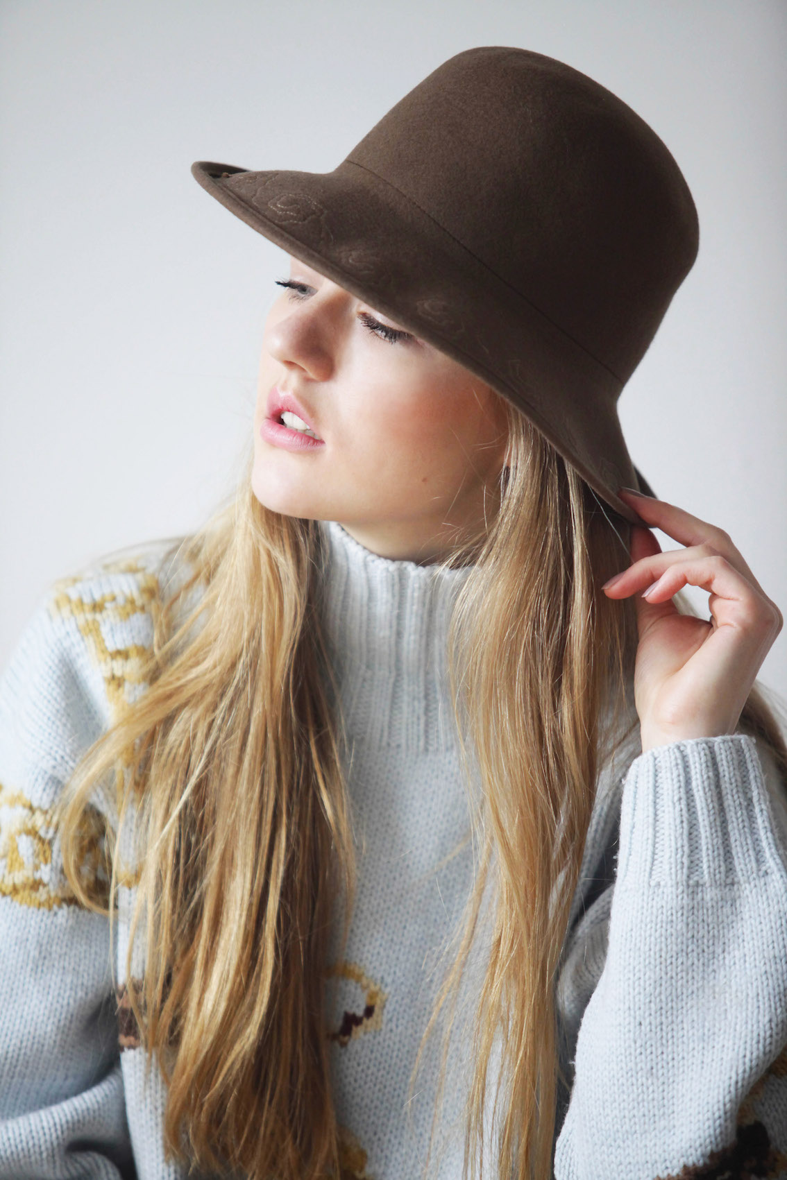 Floortjeloves, plan78, plan78 photography, hat, hat game, sweater, model, modeling, work, photography, polaroids, portraits