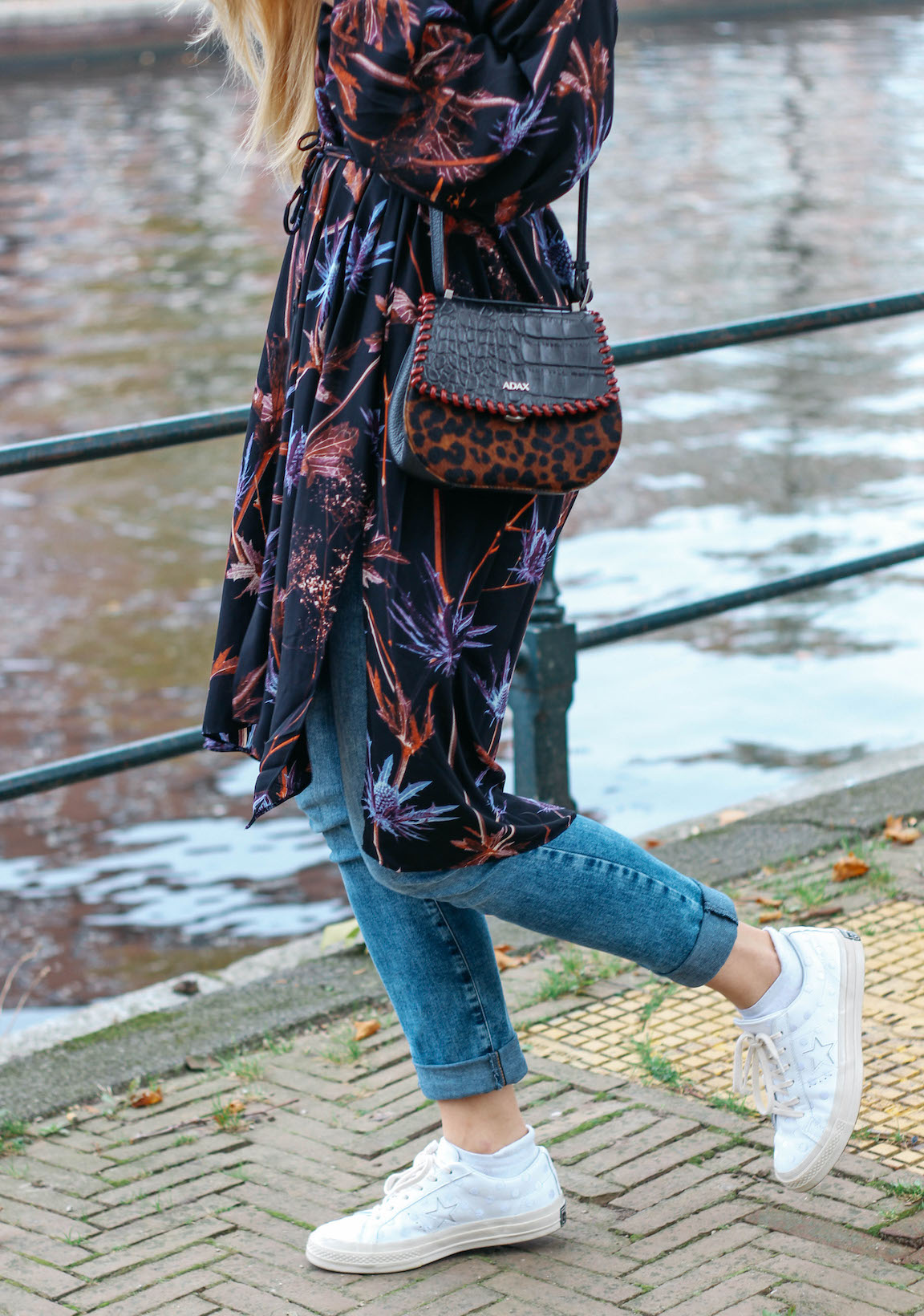 Floortjeloves, one star, all star, converse, weekday, weekday dress, floral, floral dress, adax, adax bag, white sneakers, jeans. wrangler, how to, style tip