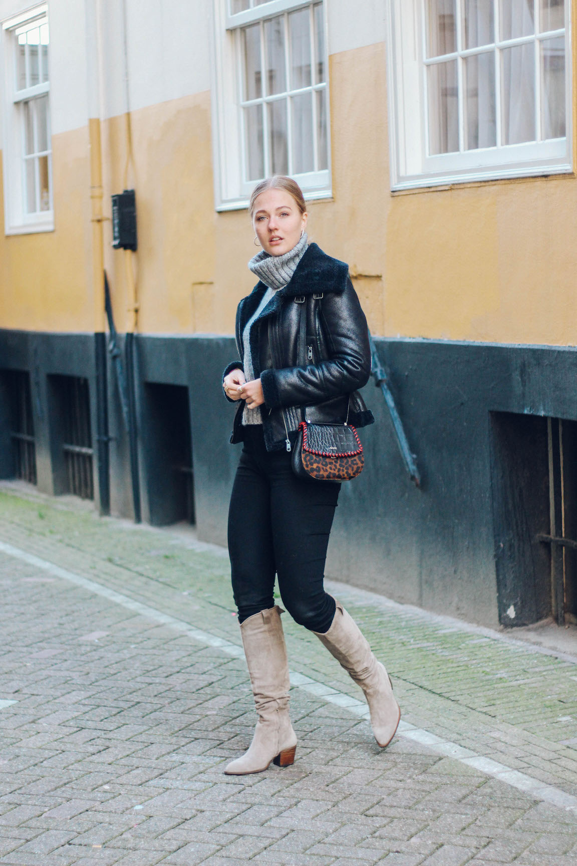 Floortjeloves, 5 ways, ways to, 5 ways to spend less on clothes, money, budget, budgeting, spending, spend less, saving, comma, 7 for all mankind, nubikk, 7fam, adax, lemmycoat, lemmy coat, turtleneck, skinny, weekend, cowboy boots
