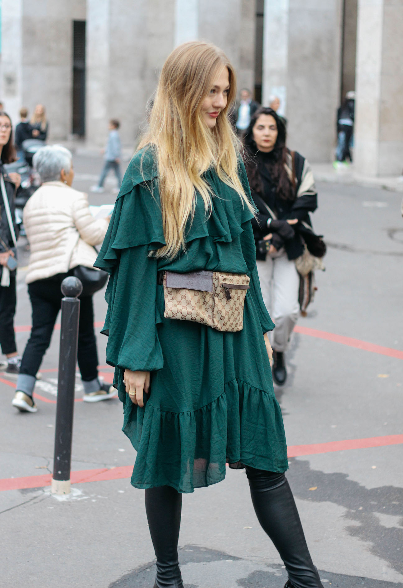 Floortjeloves, pfw, rahul mishra, paris, paris fashion week, paris fashionweek, fashion week, fashionweek, gucci, agl, fannypack, beltbag, weekday, dress, knee boots, over the knee boots, belt bag, show