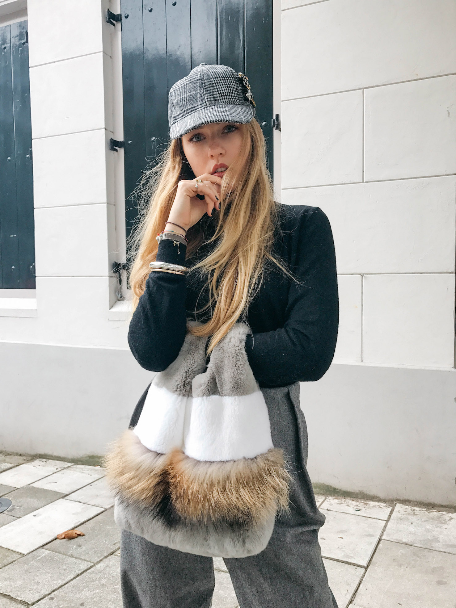 Floortjeloves, eyes on misha, fur, fur bag, furry bag, H&M, turtleneck, Massimo Dutti, Woolen trousers, Burberry, Burberry boots, parfois, cap