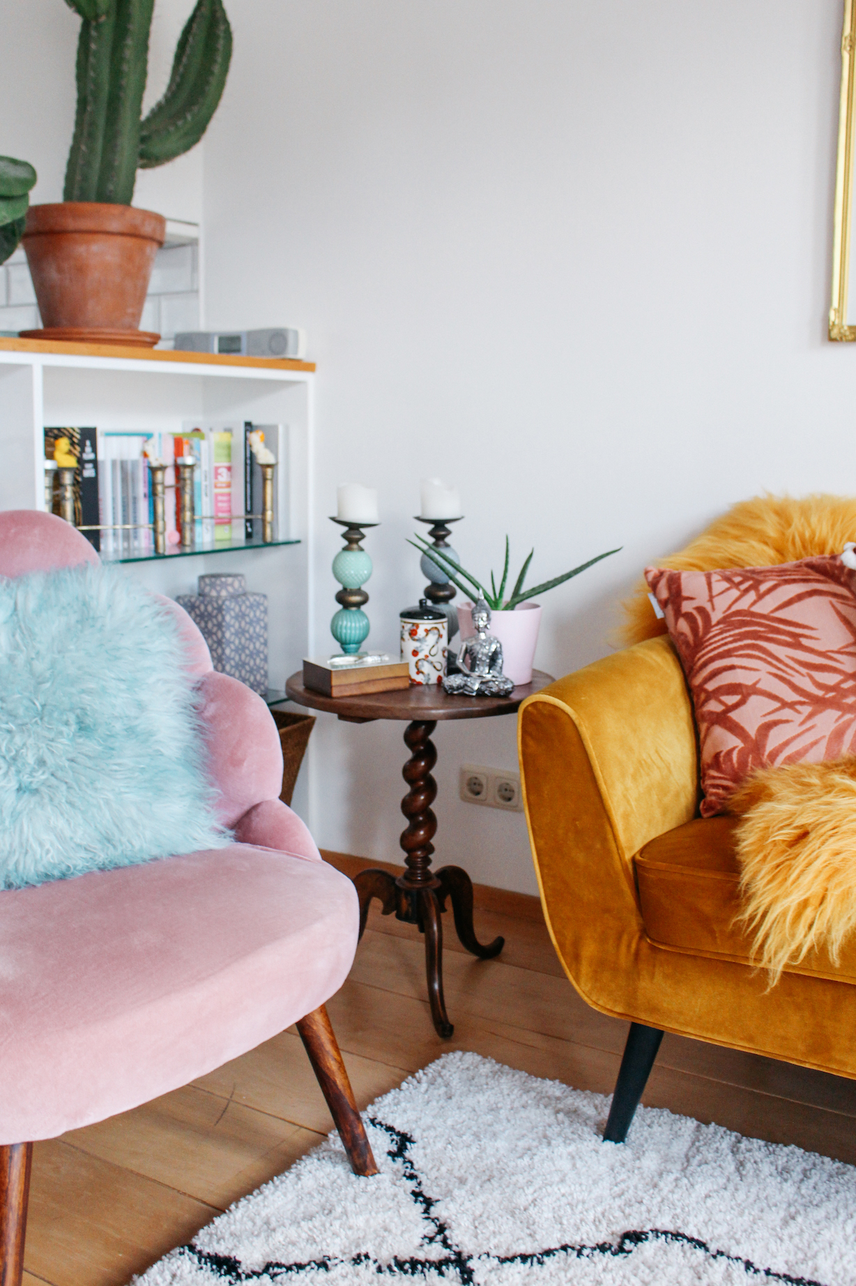 floortjeloves, interior, interior styling, spring interior, living room, living room update, woood Rocco, woood couch, what is hip, whatiship, interior design, interior inspiration, decoration, decoration inspiration, amsterdam apartment