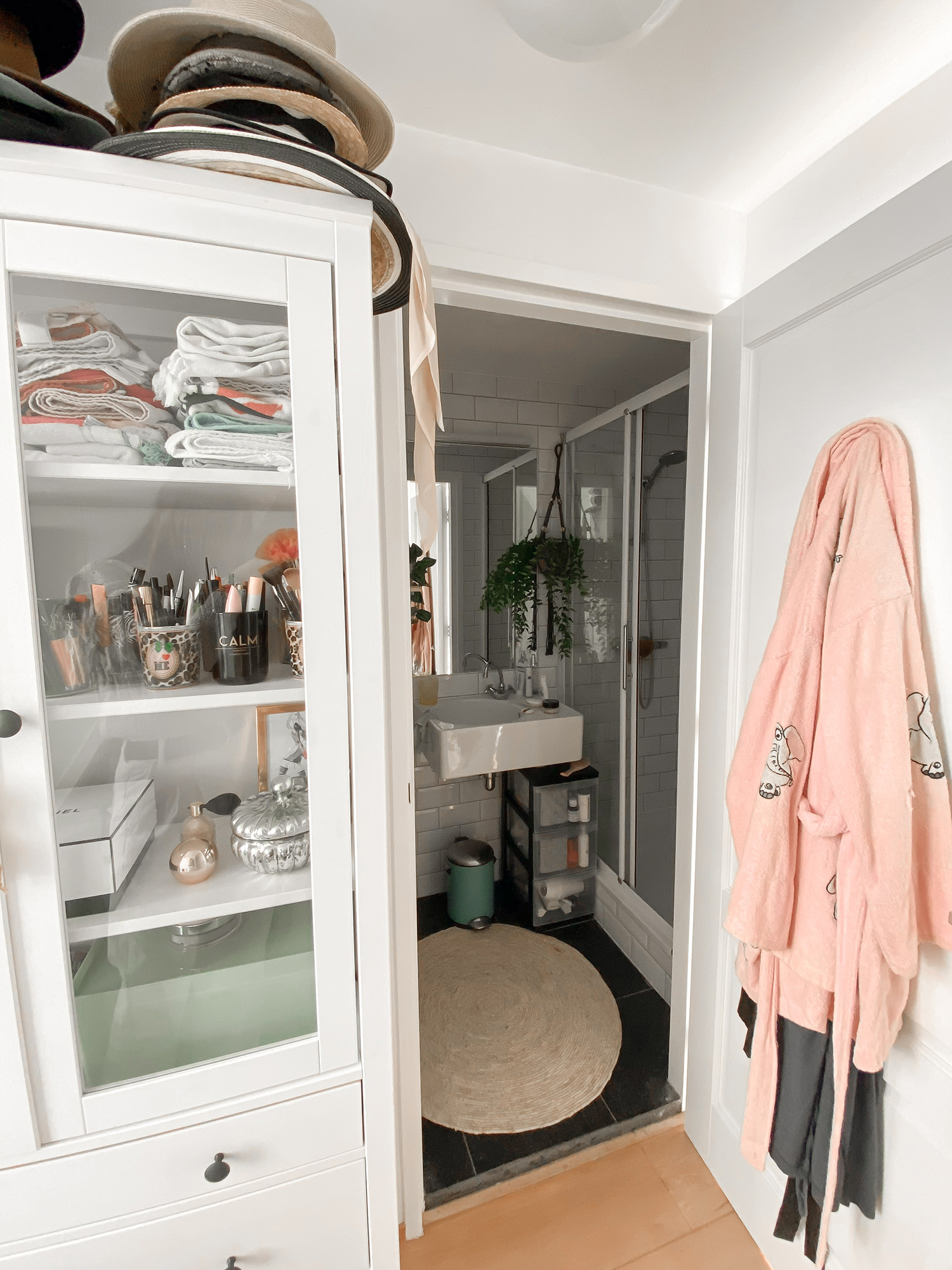 floortjeloves, kawei, interior, interior design, perfect wardrobe, garderobekast, tiny house, house decoration